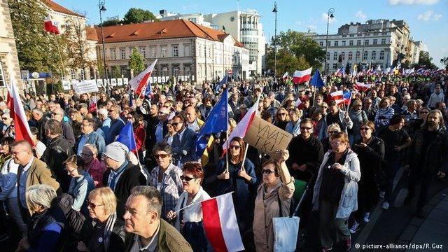 تظاهرات لهستانی ها در اعتراض به شرایط کاری خود