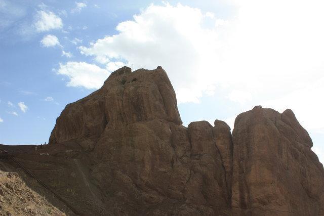 کشف سیستم آبرسانی 795 ساله روی کمر شتر سنگی الموت