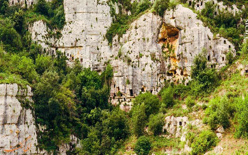 چه داستانی پشت قبرستان صخره ای پانتالیکا در سیسیل وجود دارد؟