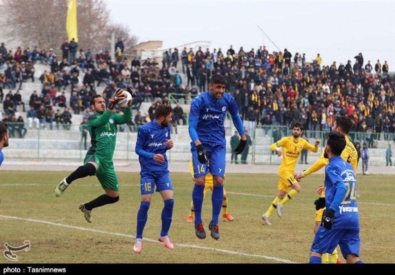 شکسته شدن شیشه اتوبوس استقلال خوزستان پس از باخت در دیداری تدارکاتی!