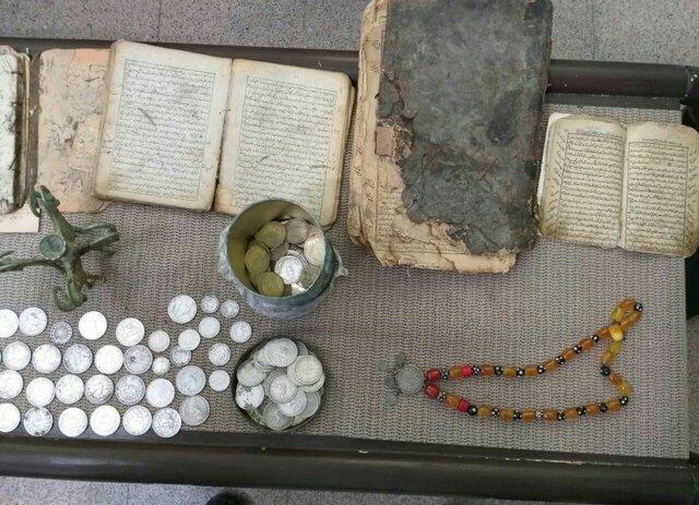 دستگیری عاملان خرید و فروش اشیای تاریخی در میانه