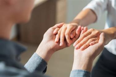 چگونه بعد از نامزدی با خانواده همسر ارتباط برقرار کنیم؟
