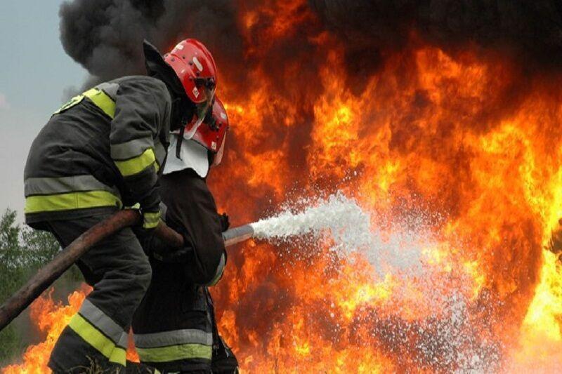 خبرنگاران کارخانه نایلون های مواد غذایی در شهر قدس در آتش سوخت