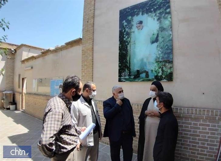 بازدید مدیرکل قم از بیت امام خمینی(ره)