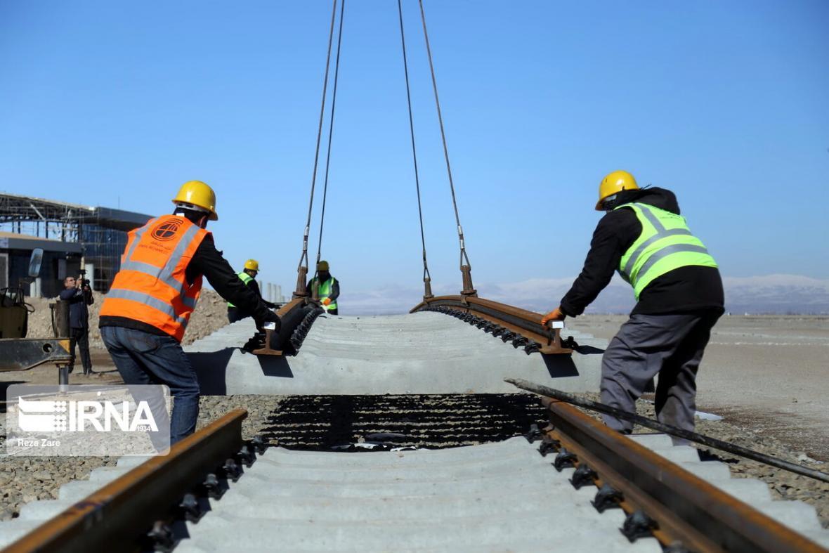 خبرنگاران عملیات ساخت راه آهن رشت به آستارا از سر گرفته شد