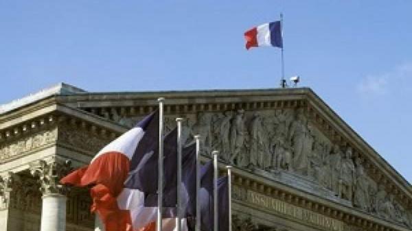 فرانسه: روسیه در خروج از پیمان آسمان های باز تجدید نظر کند