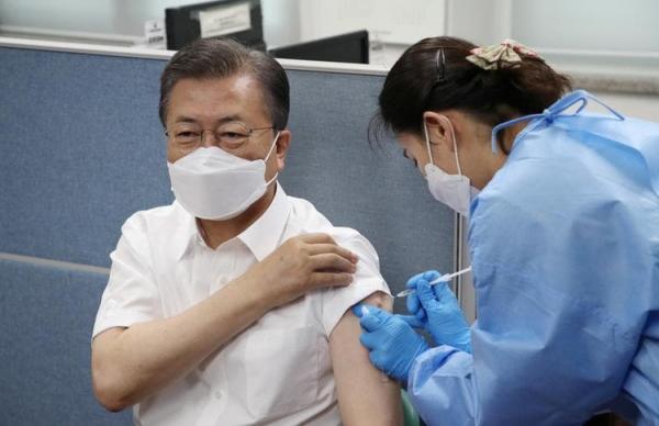 رئیس جمهور کره جنوبی واکسن آسترازنکا دریافت کرد