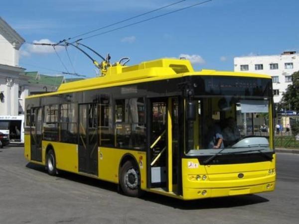 خرداد ماه؛ شروع آزمایشی فعالیت اولین اتوبوس برقی ، برنامه ریزی برای جابجایی روزانه 100 هزار مسافر به وسیله اتوبوس برقی